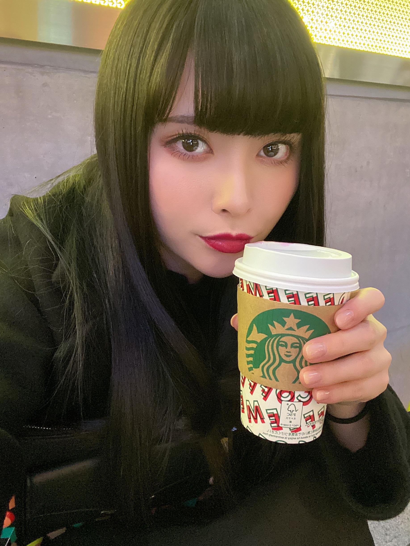 強い女ポトレブルベ冬黒コーデ赤リップ黒髪ロングストレート