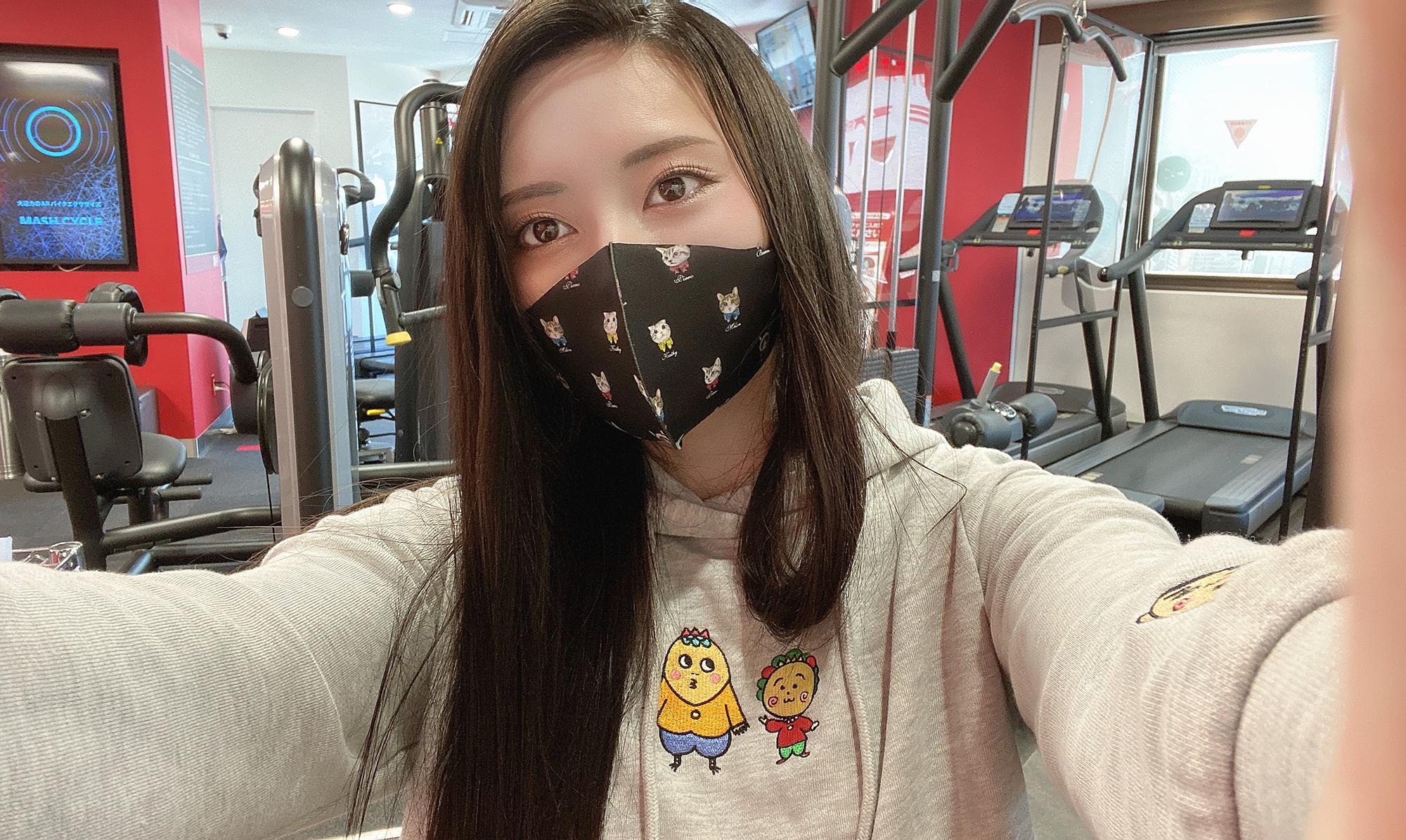 コジコジパーカー美女自撮り黒髪ロングストレートジムトレーニング筋トレ