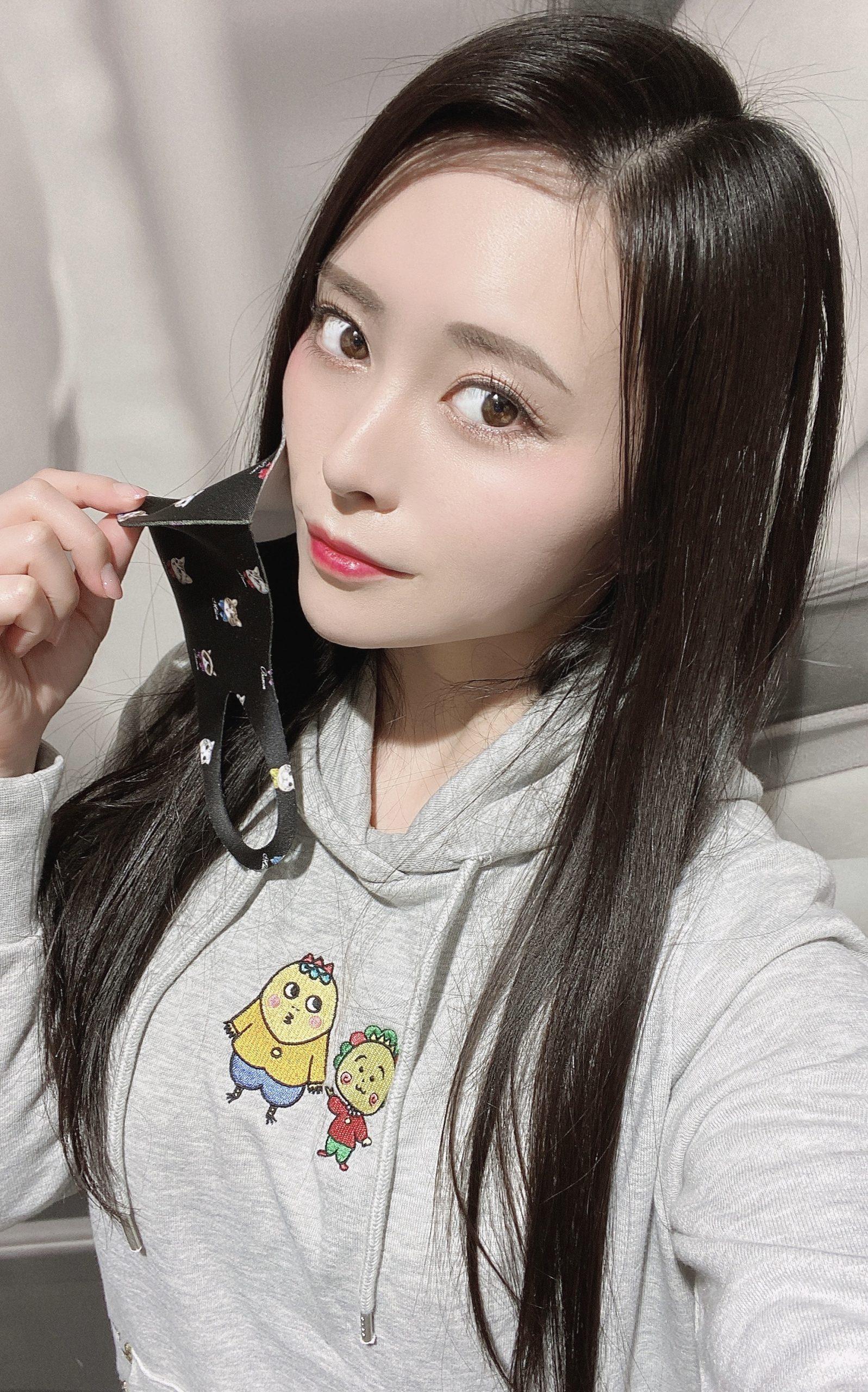 コジコジパーカー美女自撮り黒髪ロングストレート